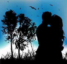 Paare, die Schattenbild auf Landschaft mit Baum hinten küssen