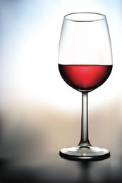 Vetor de copo de vinho com líquido