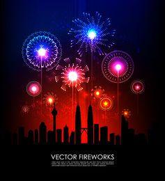 Explosión de fuegos artificiales de colores con la ciudad de silueta
