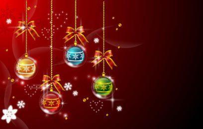 Bolas de Navidad colgando multicolor sobre fondo rojo