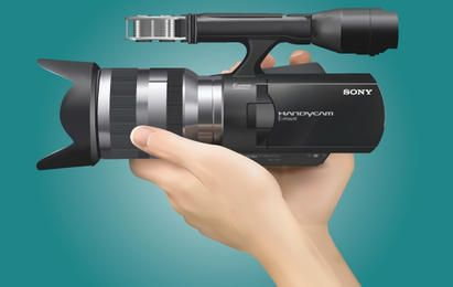 Realistische Sony Handycam mit der Hand
