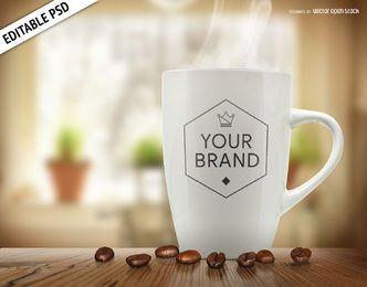 Taza de café con granos de maqueta PSD