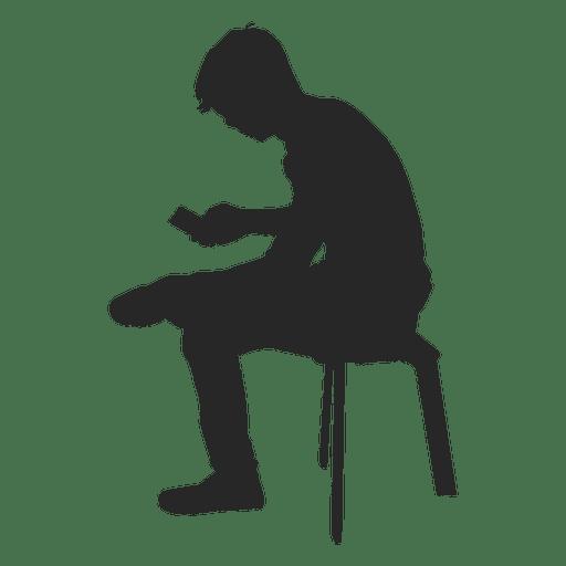Niño sentado en un banco