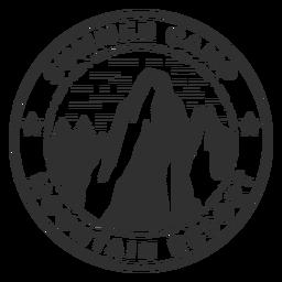 Logotipo do acampamento de verão na montanha
