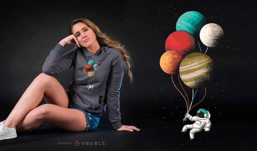 Astronaut steigt T-Shirt Entwurf im Ballon auf