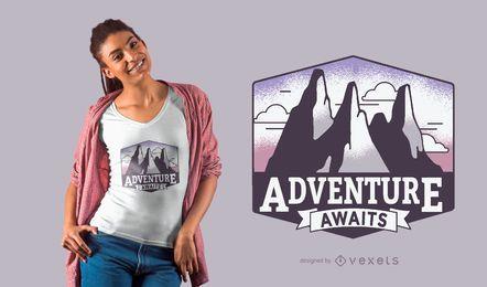 La aventura espera el diseño de la camiseta.