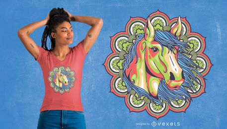Diseño colorido de la camiseta del caballo de la mandala