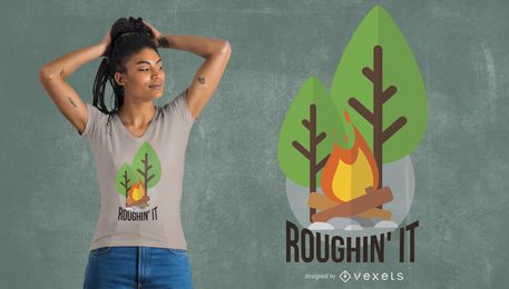 Rough diseño de camiseta de camping