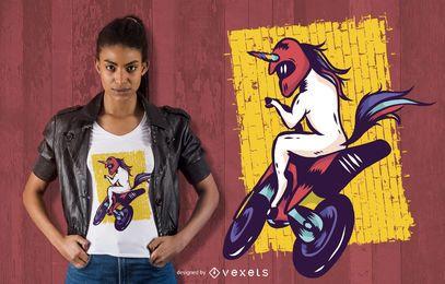 Design de t-shirt de unicórnio de bicicleta