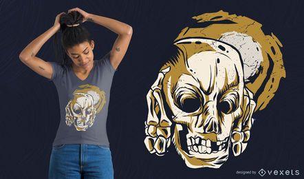 Cráneo cubriendo orejas con diseño de camiseta.