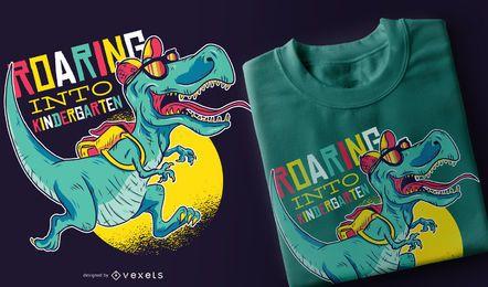 Rugiendo en el diseño de camiseta de jardín de infantes