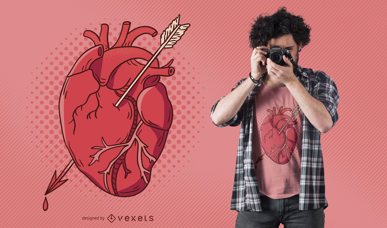 Diseño de camiseta de corazón de flecha