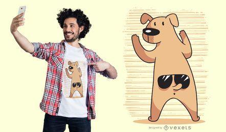 Design engraçado do t-shirt dos óculos de sol da cauda do cão