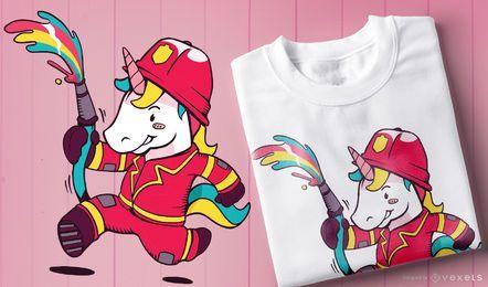 Diseño lindo de la camiseta del bombero del unicornio