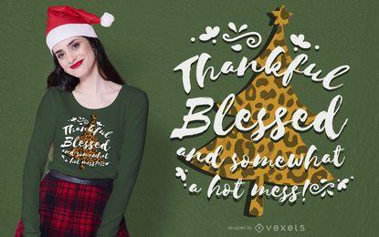 Diseño de camiseta de árbol de navidad con estampado animal