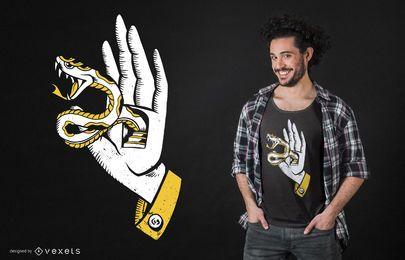 Mão com design de camiseta de cobra