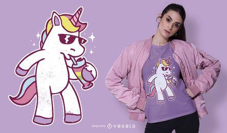 Diseño de camiseta bebiendo unicornio.