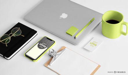 Composição de maquete de artigos de papelaria de escritório