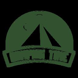 Distintivo de noite de montanha de tempo de acampamento