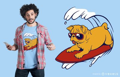 Diseño de camiseta de pug surf