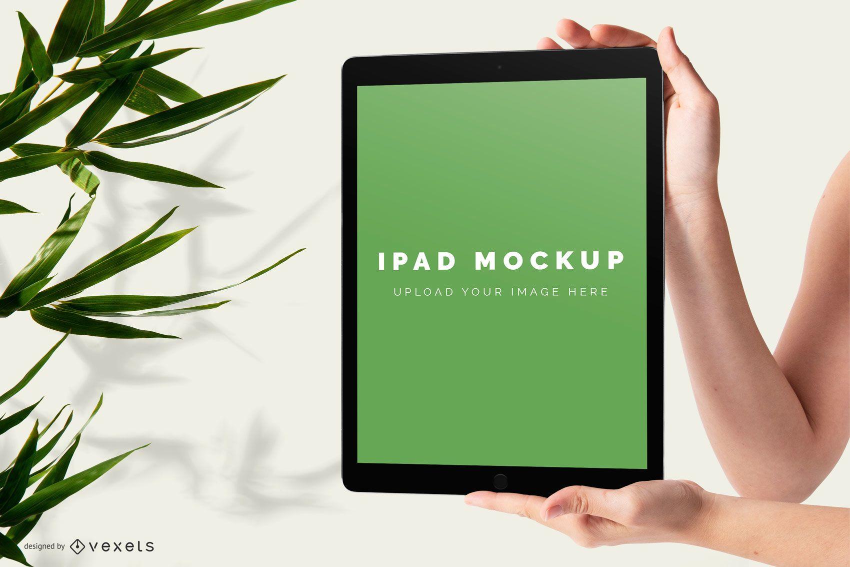 Hände halten iPad-Modell