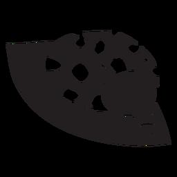 Linda mariquita descansando silueta de hoja