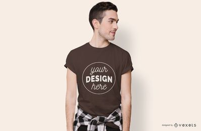 Menino olhando para o lado t-shirt Maquete