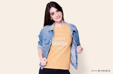 Mockup de camiseta de menina de camisa jeans