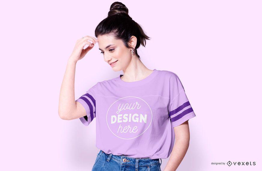 T-shirt com maquete de mulher de listras