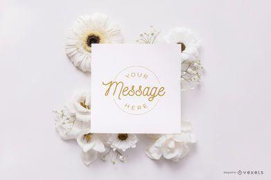 Cartão sobre maquete de flores brancas