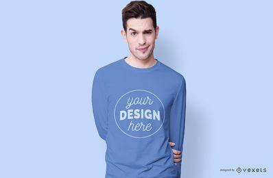 Modelo de camiseta de menino sorridente