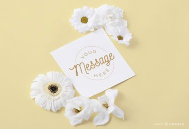Cartão com flores ao redor da maquete
