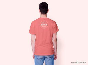 Maqueta de camiseta del lado trasero de modelo masculino