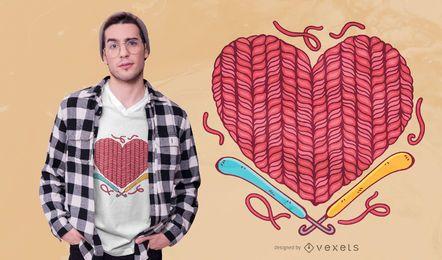 Diseño de camiseta de corazón de ganchillo