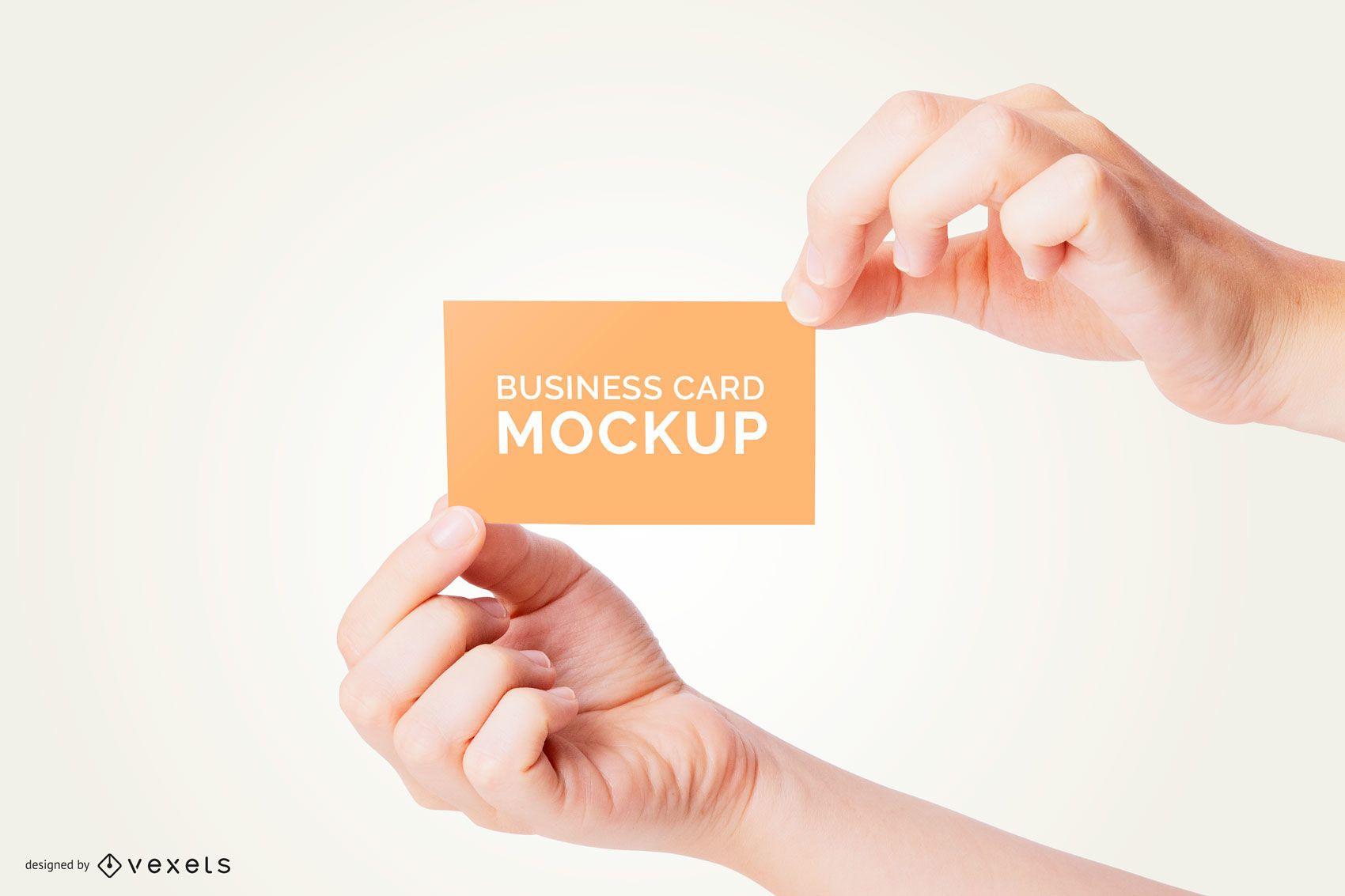 Mãos segurando uma maquete de cartão de visita