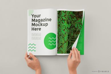 Mãos virando página revista maquete