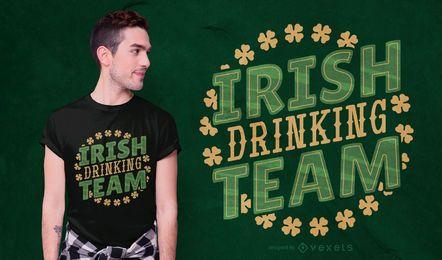 Design de t-shirt irlandês equipe bebendo