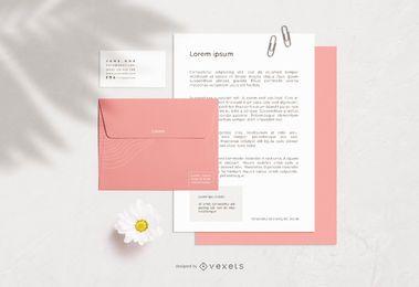 Design de maquete de elementos de papelaria