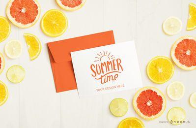 Maqueta de frutas de carta y sobre