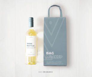 Maquete de saco e garrafa de vinho branco
