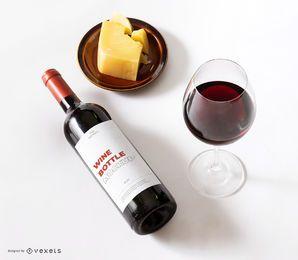 maquete de queijo com rótulo de garrafa de vinho