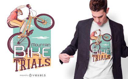 Projeto do t-shirt do motociclista da montanha
