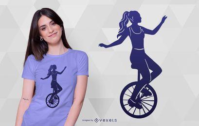 Design de camiseta com silhueta de menina monociclo