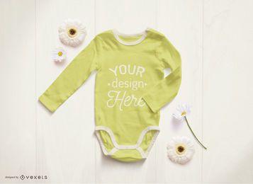 maqueta amarilla del mono del bebé
