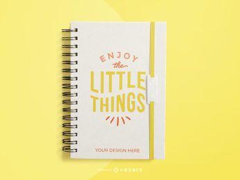 maqueta de cuaderno amarillo