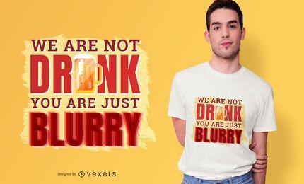 Diseño borroso de la camiseta de la cita borracha