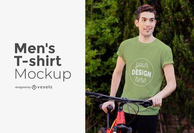 Modelo masculino com maquete de t-shirt de bicicleta
