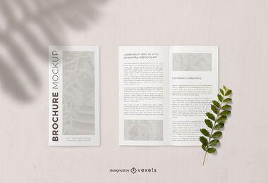 Composição de maquete aberta e fechada de brochura