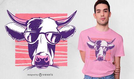 Diseño de camiseta de vaca con gafas de sol.