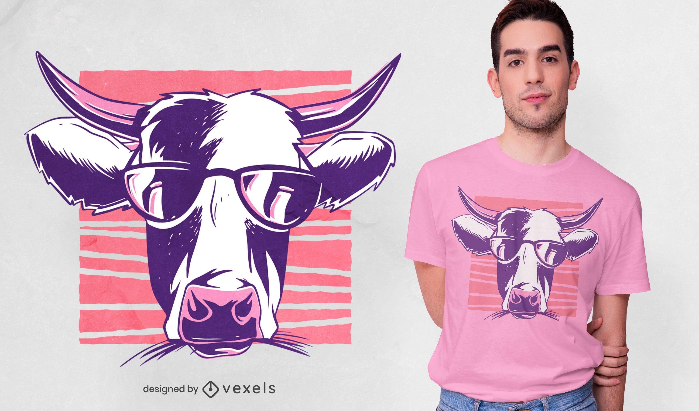 Dise?o de camiseta de vaca con gafas de sol.